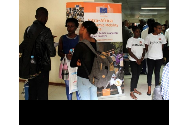 União Europeia incentiva a participação de Angola em programas académicos internacionais